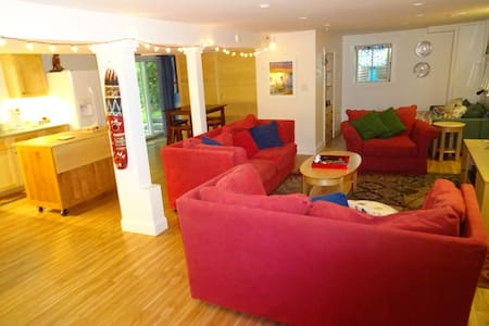 Recently Renovated Basement Apt in State College. - State College - Ház
