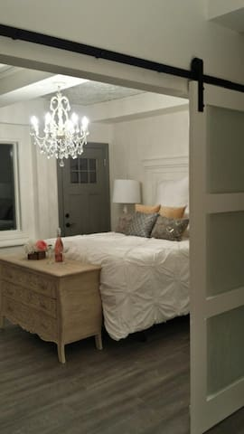 Historic Home turned into 3 room Guesthouse - La Broquerie - Guesthouse