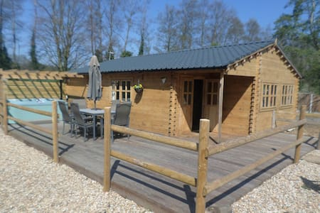 'Bramble Lodge' Littlebourne, Canterbury (hot tub)