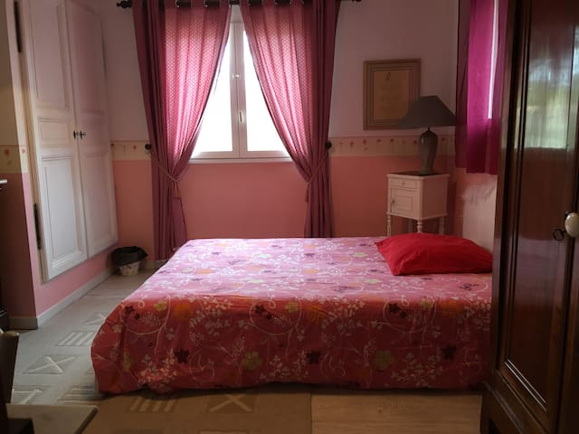 1 chambre (14) dans villa avec piscine en Provence