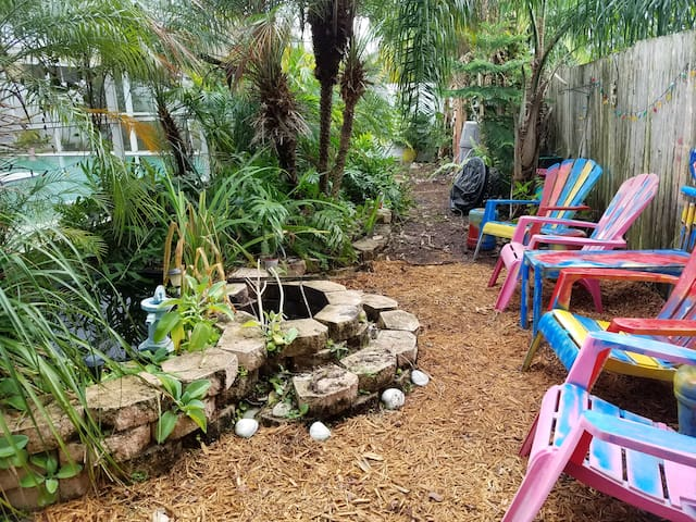Cozy & Conveniently located pool home w/ Free WiFi - Tampa - Casa