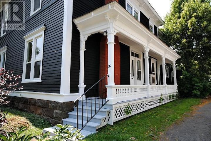 Moncton, two bedroom Victorian - Moncton - Byt
