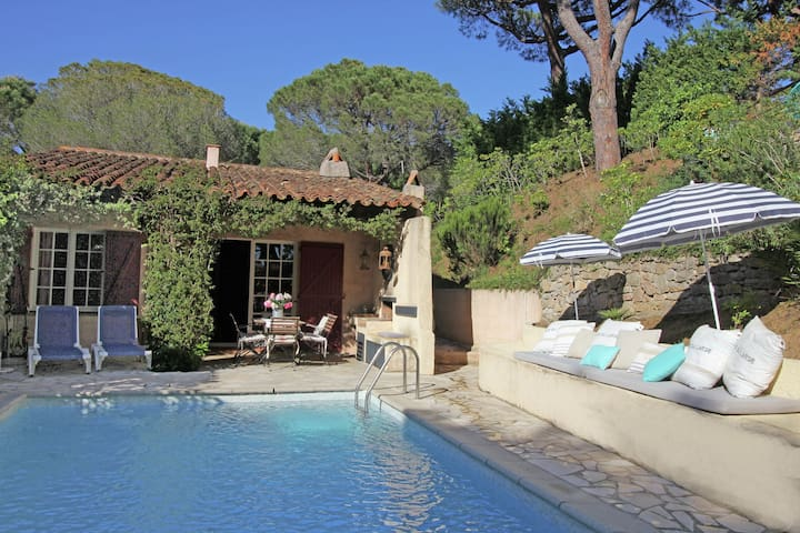 Charming holiday home with private pool within short distance of Plage de Gigaro