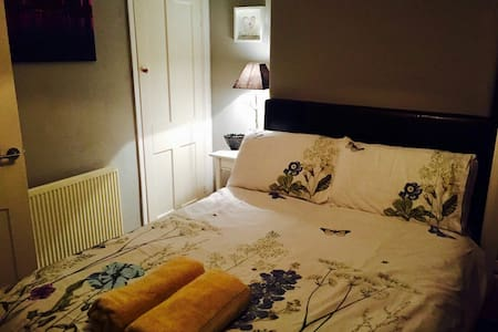 Double bedroom 25 minutes to Euston - Watford