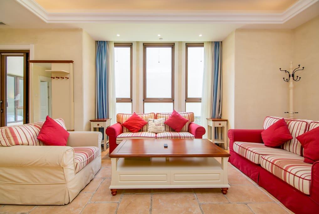 一楼客厅沙发