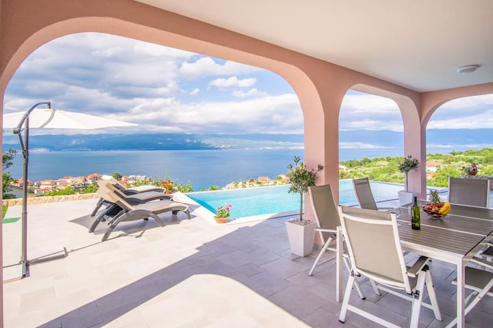 Apartment with private pool and magnificent view - Vrbnik - Andere
