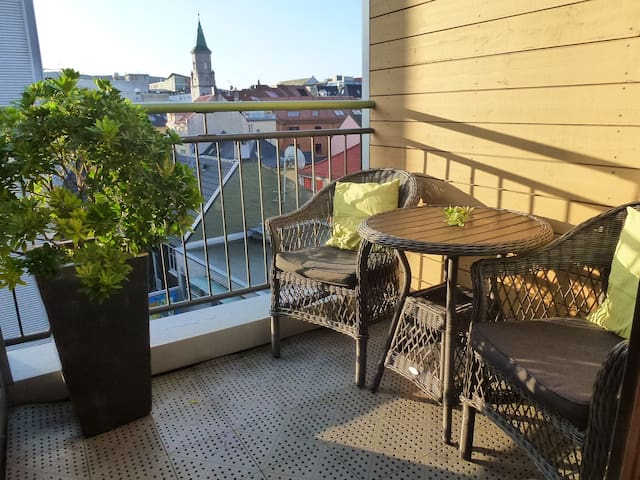 Supercentral 2 bedroom duplex w/balcony and views.