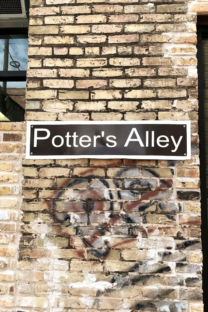 On Potter's Alley, Taylor, TX