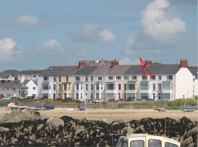 Beach Front Apartments, 2nd Floor Apt Rhosneigr