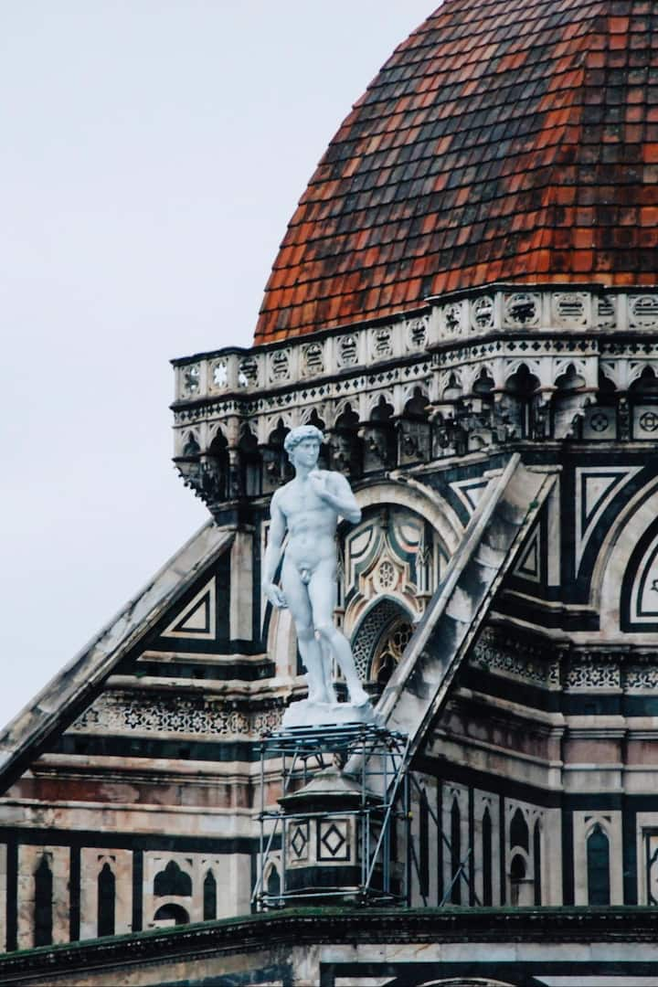 Michelangelo's David up in the air