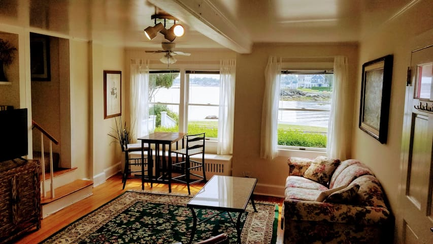 Anchor Cottage On Beach in Woodmont CT By mo or yr
