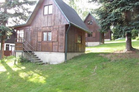 Chaty u Tajchu-v provozu pouze od 1.4.-31.10. - Liberec - Chatka