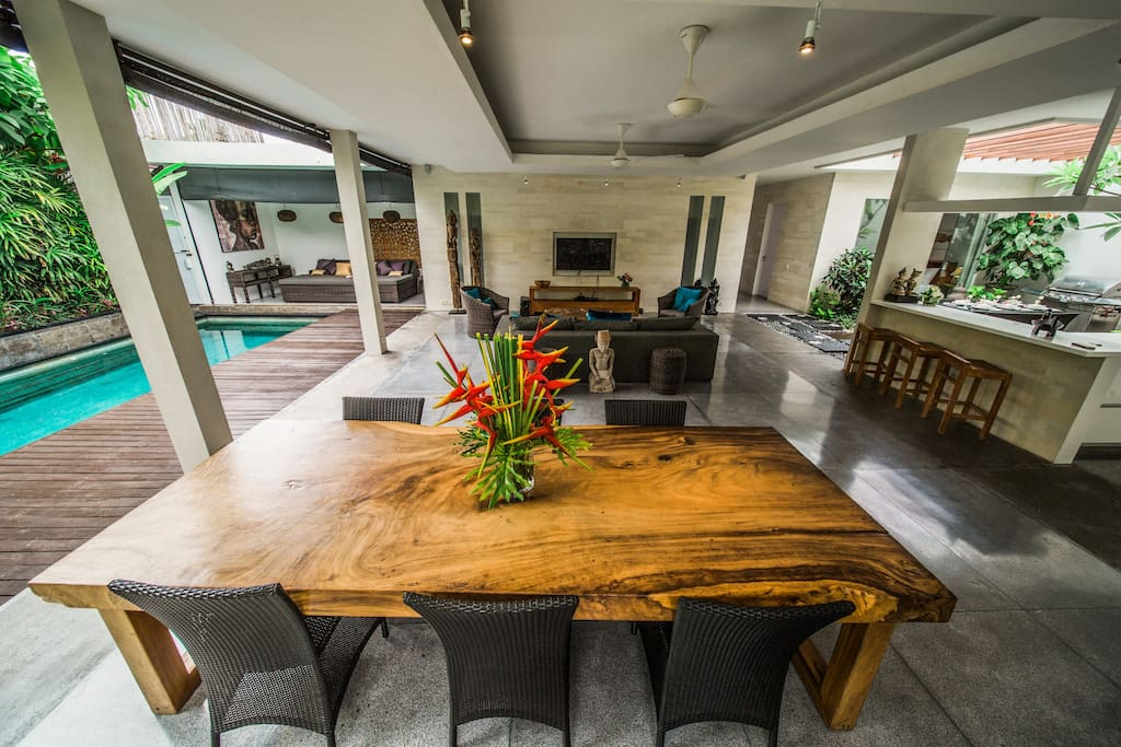 Open Living room and Pool