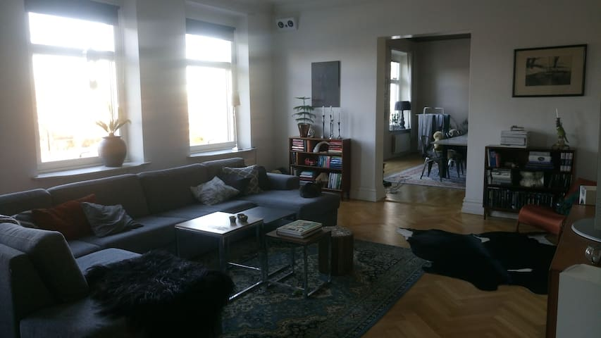 143 kvadrat i sekelskifteshus nära bad och centrum - Varberg - Apartamento