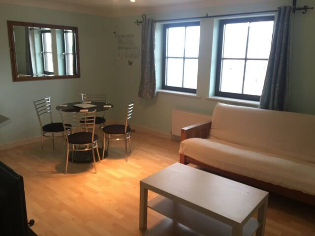 Modern Town Centre 2 Bedroom Flat + Parking, WiFi - Chelmsford - Lägenhet