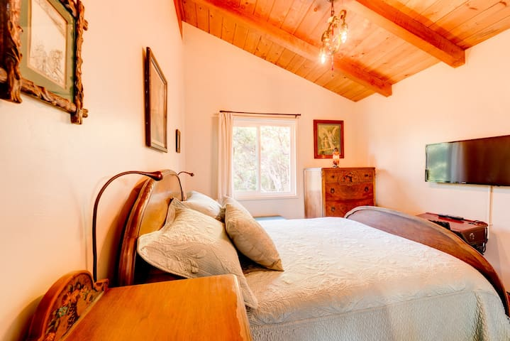 The second bedroom has a memory foam mattress with allergen-free genuine natural latex topper, along with fine bedding.