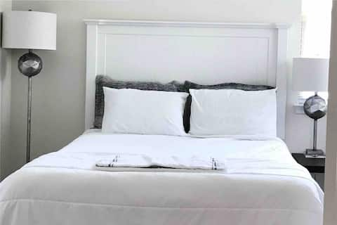 Private bedroom 7 mins from CLT Airport