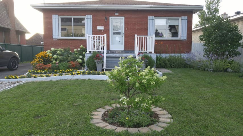2 bedrooms Bungalow House 6 people - Brossard - House