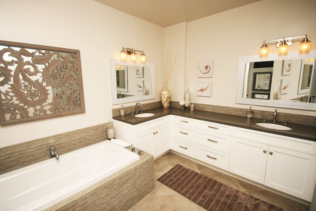 Master bath/soaking tub/double vanities.