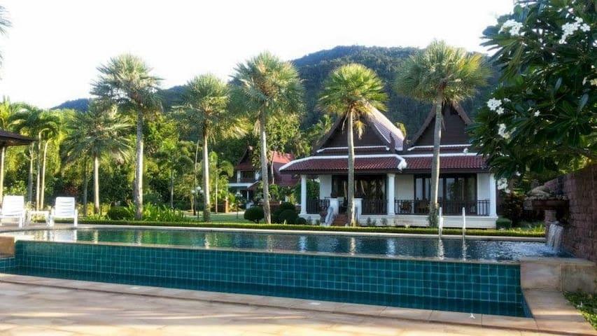 Gardenia 3 Bedroom Oceanfront Villa with pool