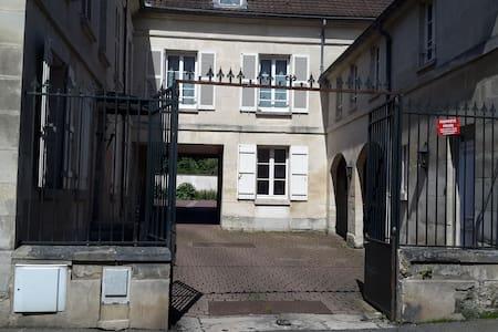 Appartement en RdC, entrée privée, calme, parking - Magny-en-Vexin - Lägenhet