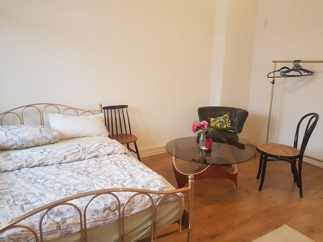 Charming room in Neukölln GIRLSONLY