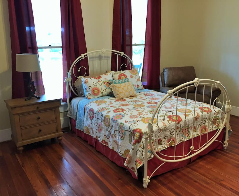 Pond View Queen Bed