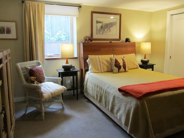 Bedroom w/Queen Sleep Number Bed
