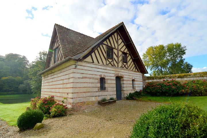 Charming half-timbered house on quiet waterside between Abbeville and Amiens