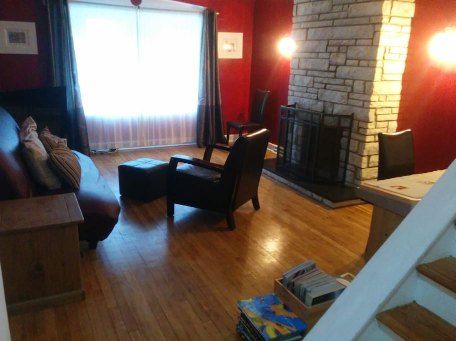 Living room, with active fire place