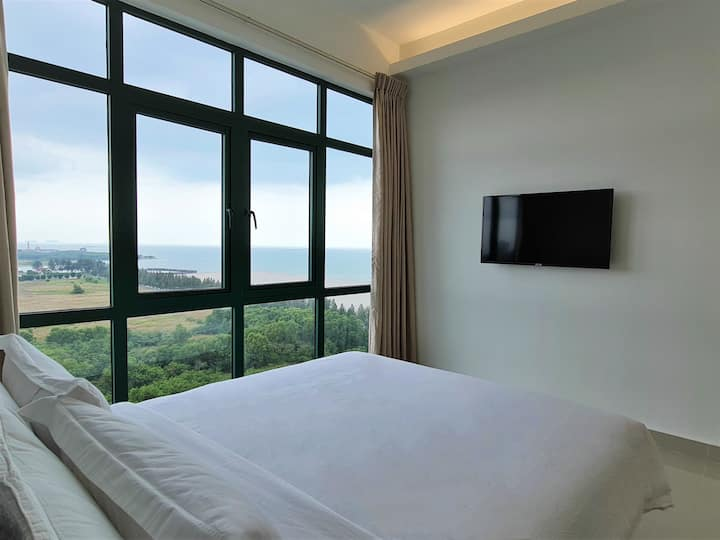 SGR The Community, Sea-view Queen Bed Room