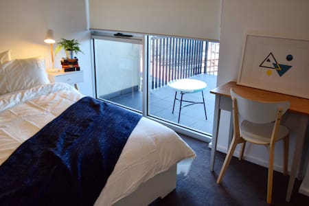 Enjoy the comforts of home in Melbourne's North - Preston - Apartament