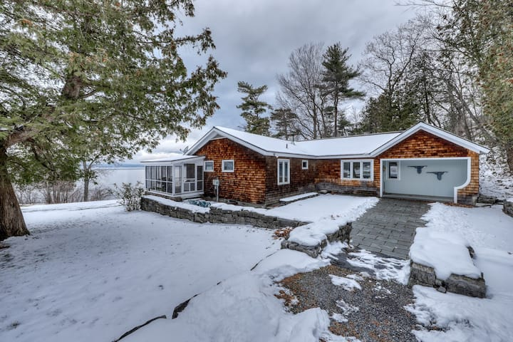 Lakefront, dog-friendly home w/private beach access, fireplace, and gas grill!