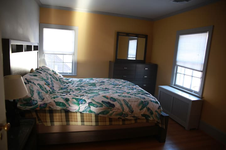 bdrm w/private full brm in safe area,35mins to NYC
