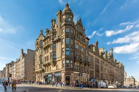 Cosy double bed right in the heart of Edinburgh! - Эдинбург