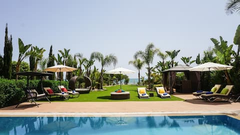 Sea Front Oceanus H2 Spacious family villa, private pool and beautiful garden
