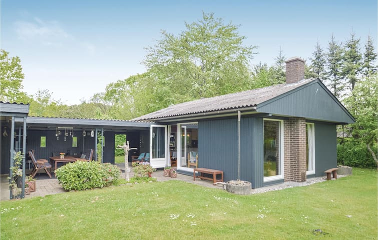 Holiday cottage with 2 bedrooms on 48m² in Farsø