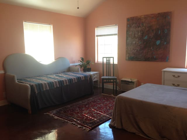 Private room memory foam bed - West Valley City