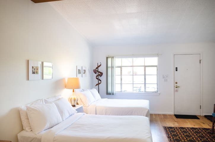 Carriage House Double (Grayhaven Motel - Rm #4)