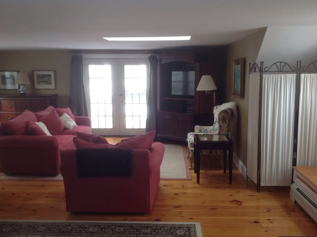 Spacious suite near ocean , dining. - South Portland - House
