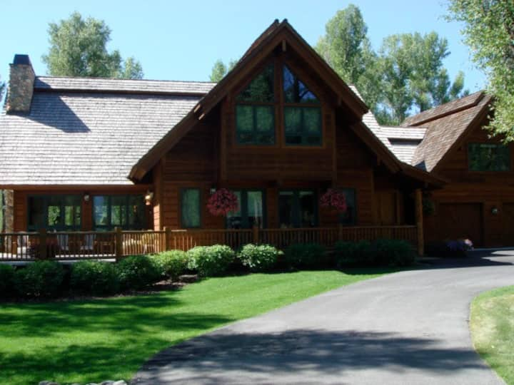 Beautiful Mountain Home Available for Eclipse