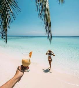 Don't worry! Beach happy. Hostal Maritzabel. H2