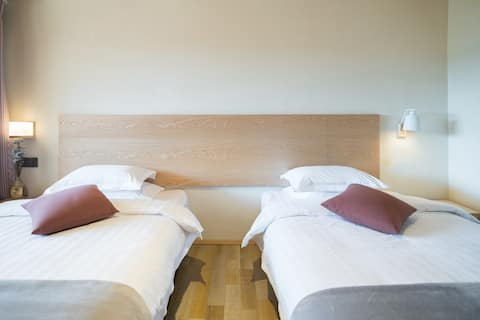 近客运站| 近大落水码头-摩梭庭院双床房-有餐厅可停车 Double Beds  (一)店内有萌宠