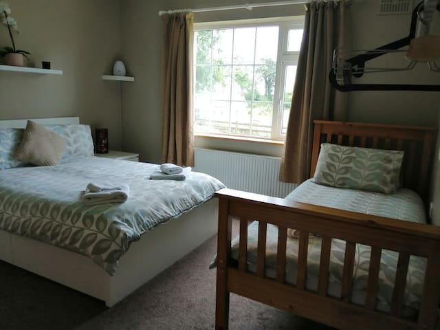 Triple Bedroom in Irish Midlands