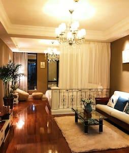碧尤蒂酒店红谷滩秋水广场旁第一街区印象生活精品公寓 - 南昌市 - Квартира