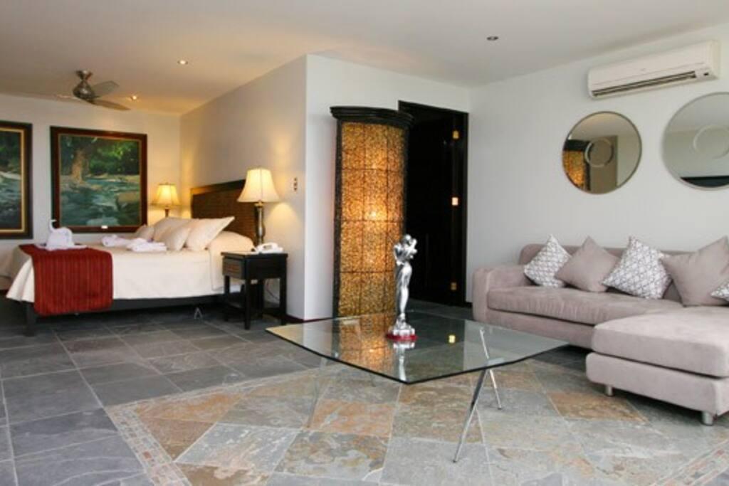 Bedroom La Mansion Inn