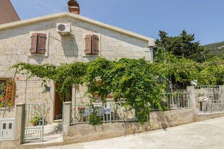 Villa Lukrija-ENI - Komiža