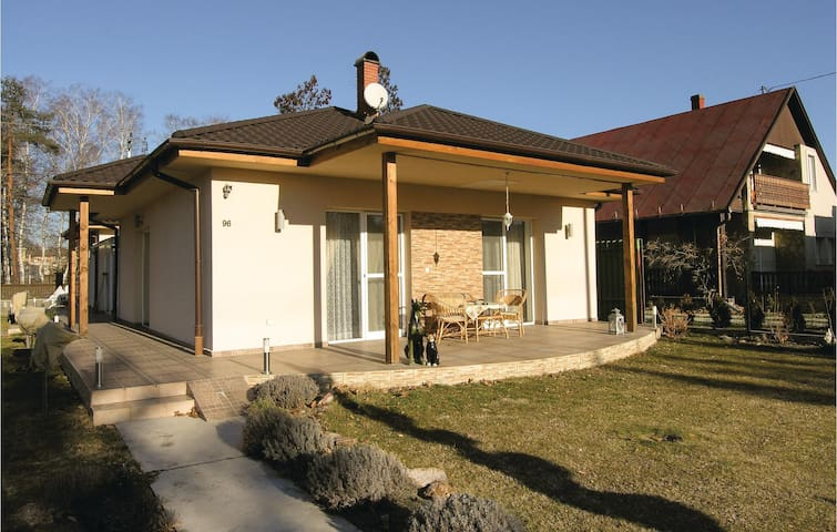 Holiday cottage with 2 bedrooms on 90m² in Balatonboglár
