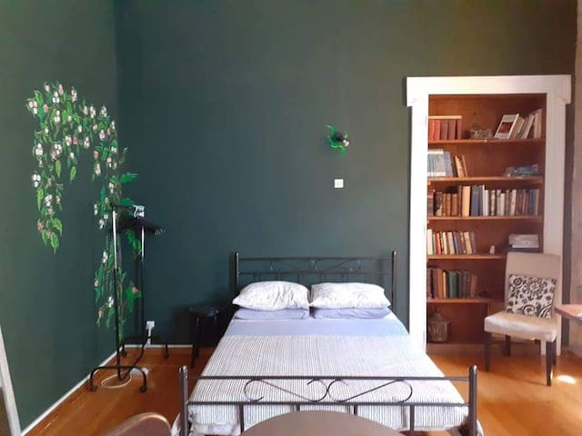 The monumental hostel of Athens - Green room