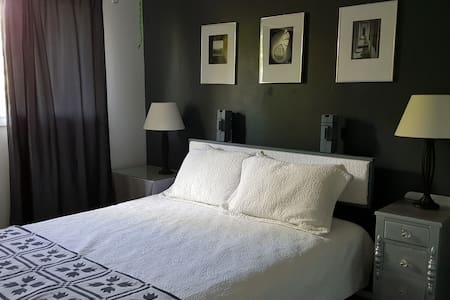 Comfortable queen close to LSU + hospitals. - Baton Rouge